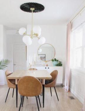 Dekorasi ruang makan ala cafe dengan lampu kuningan