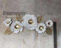 Hiasan dinding bunga mawar putih