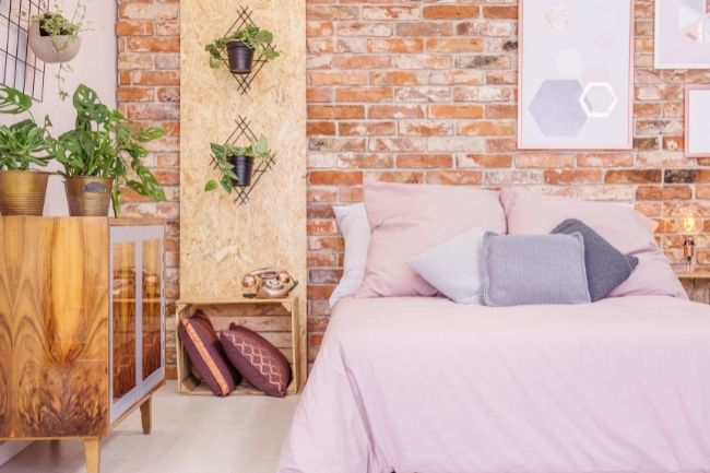 Dinding Batu Bata Untuk Kesan Kamar Tidur Aesthetic