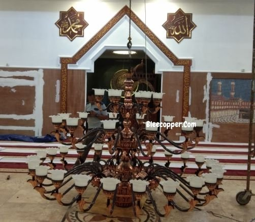 Pemasangan Lampu Masjid Tembaga